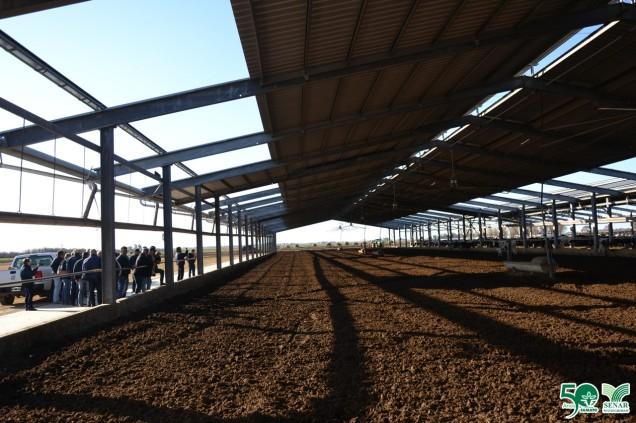 Telhado retrátil para aproveitamento da luz solar.
